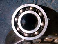 Dammaged Rolling Element Bearing with Poor Lubrication